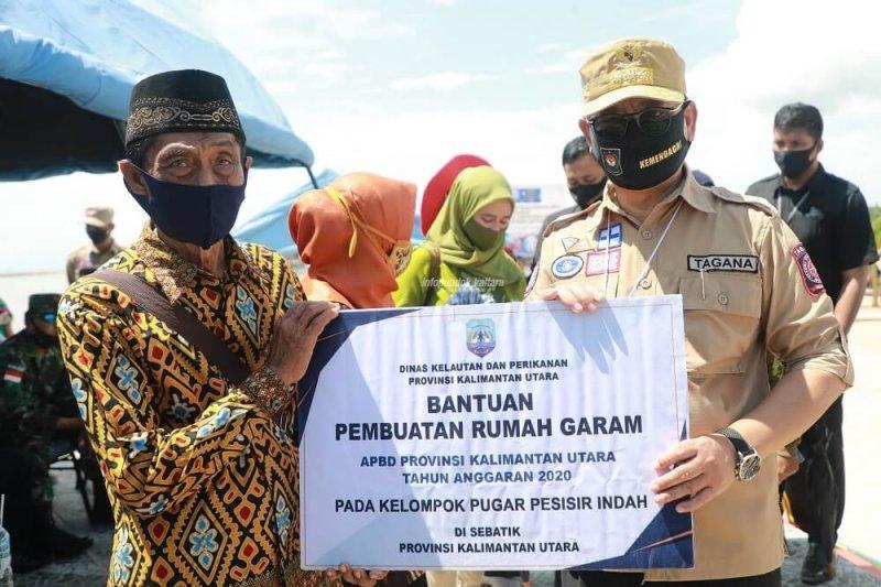 Selain APBN, Gubernur serahkan bantuan APBD di Sebatik