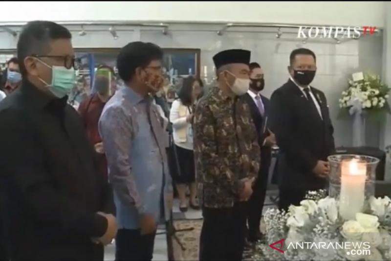 Mobil jenazah Jakob Oetama tiba di TMP Kalibata Jakarta