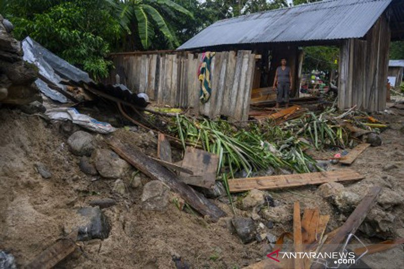 Banjir rusak rumah warga di Sigi