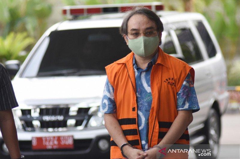 Hong Arta didakwa menyuap mantan anggota DPR dan pejabat PUPR Rp11,6 miliar