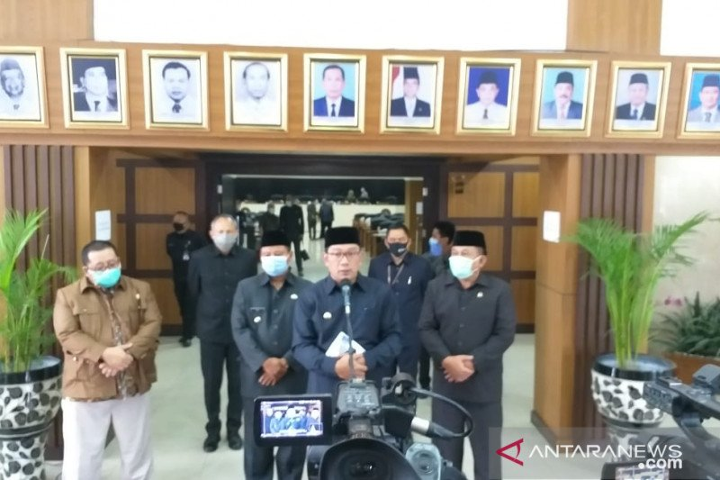 Gubernur Ridwan Kamil sarankan Anies konsultasi ke pusat terkait PSBB total