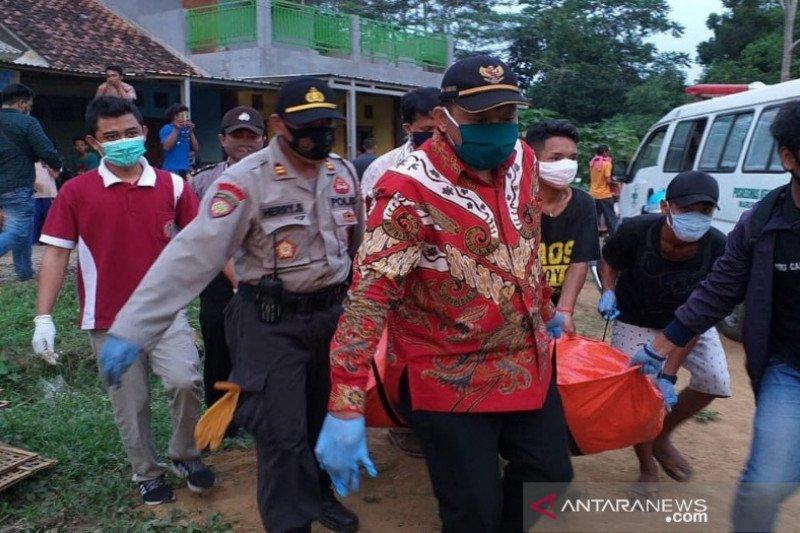 Mayat laki-laki ditemukan di pinggir Sungai Sawahjoho Batang