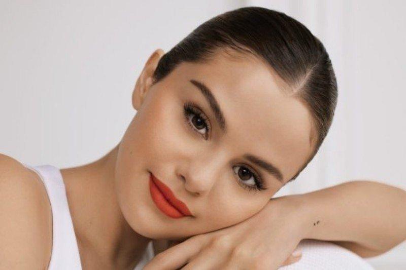 Selena Gomez bantu masalah kesehatan mental dengan luncurkan kosmetik