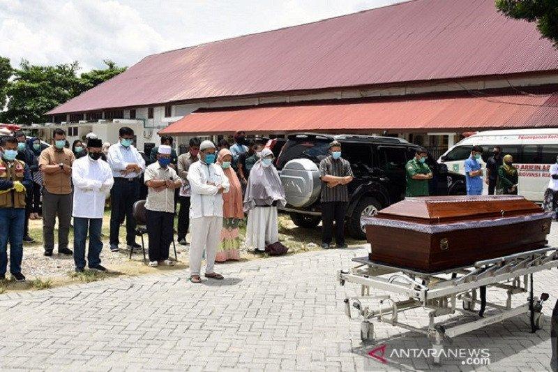 Air mata terakhir Gubernur Riau untuk dokter Oki Alfin
