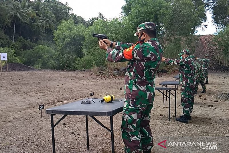 Dandim Sangihe pimpin latihan menembak bagi prajurit