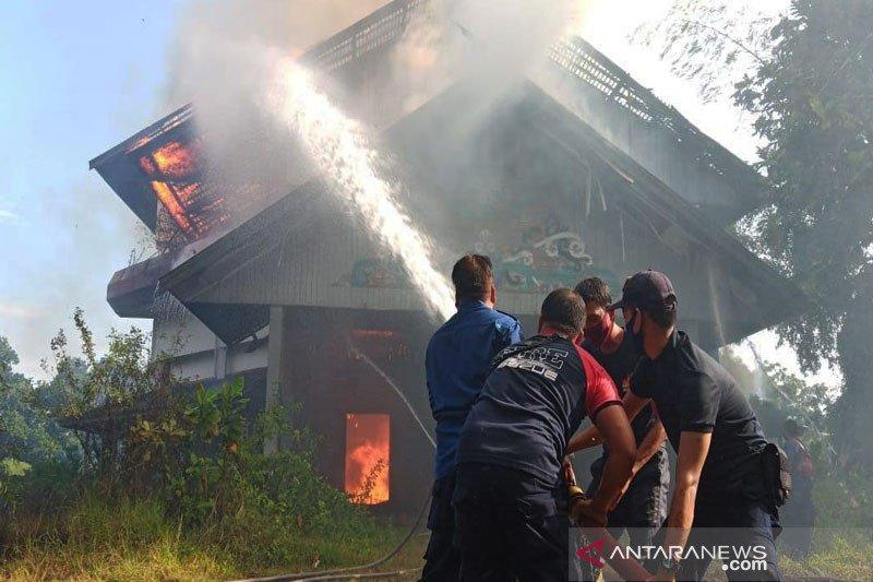 Lama tak berfungsi, gedung SGO milik UPR hangus terbakar