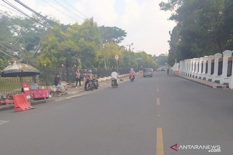 Hari pertama PSBB di  Jakarta jalur Puncak-Cianjur sepi