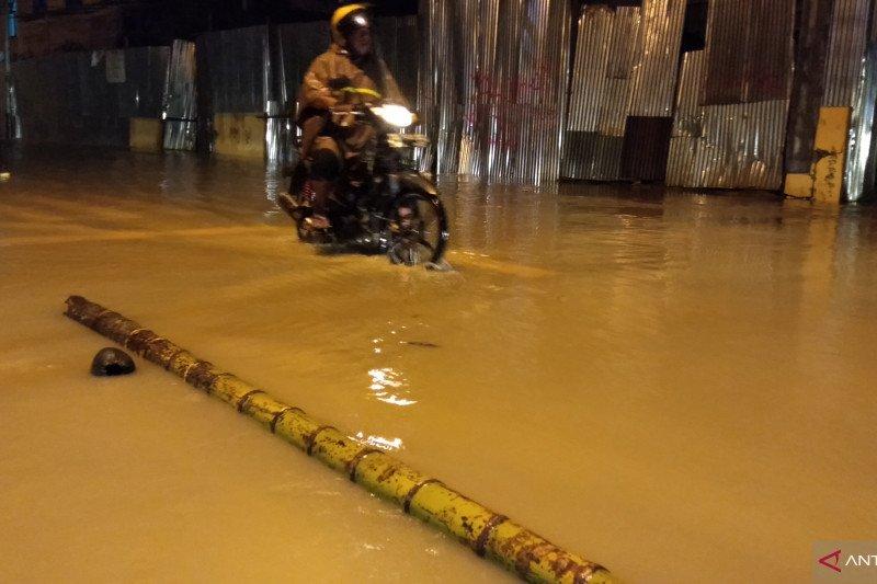 Hujan deras di Kota Sorong akibatkan banjir dan longsor, dua meninggal