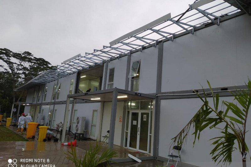 Gedung karantina RSKI Galang rusak diterjang angin kencang
