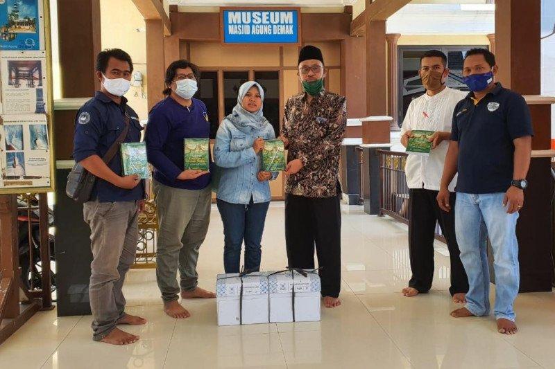 Sahabat Lestari bagikan 1.000 buku sejarah Demak Bintoro