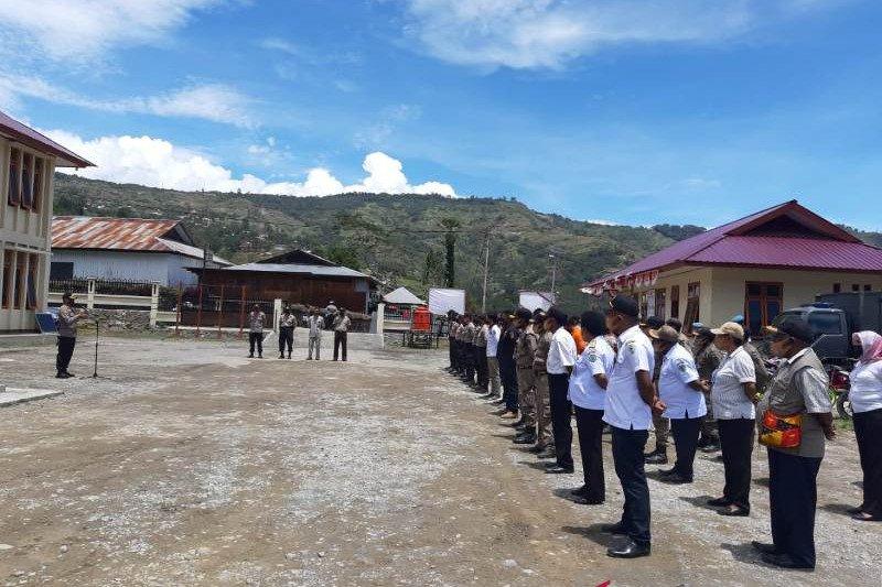 Polisi-ASN dan Satpol Tolikara razia pelanggar protokol COVID-19
