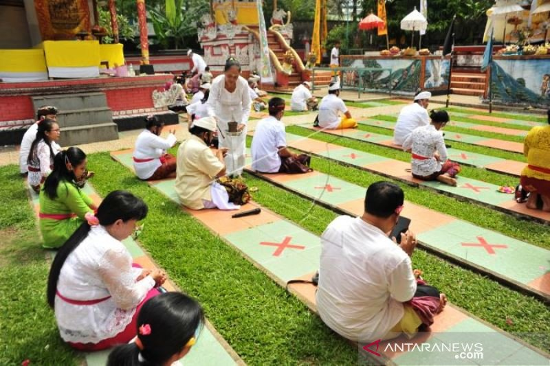 Upacara Galungan Dengan Protokol Kesehatan di Palembang