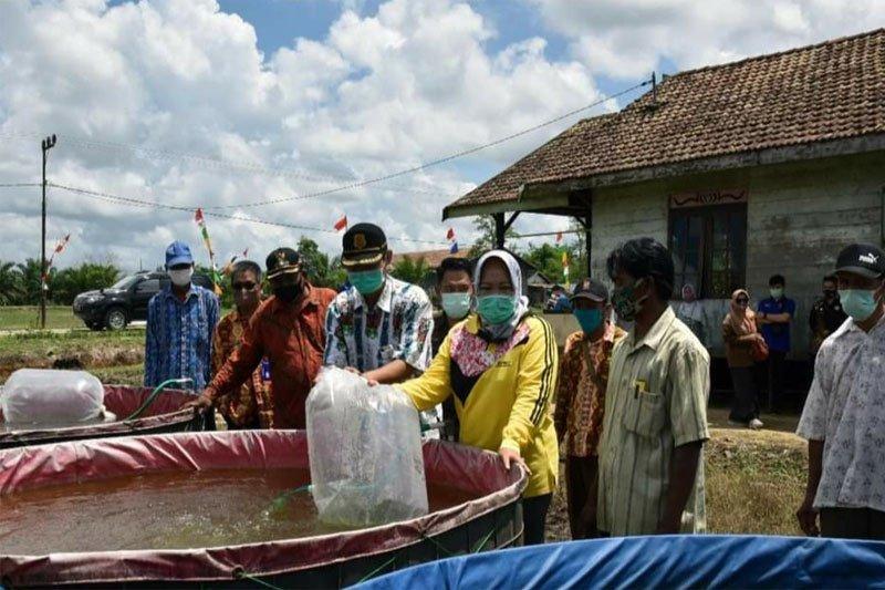 Pemkab Kobar gencar salurkan bantuan program pemberdayaan masyarakat
