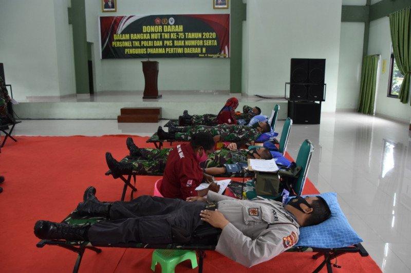 Korem 173/PVB Biak menggelar donor darah sambut HUT TNI