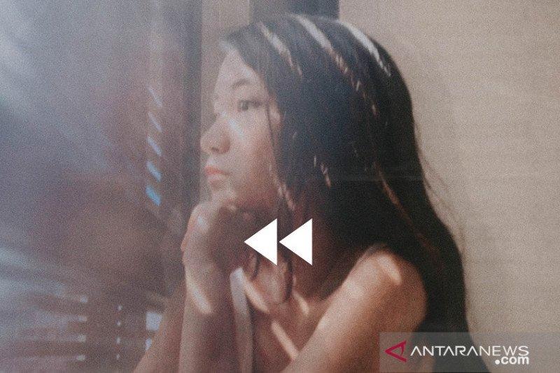 """Penyanyi muda GRACE tuangkan kerinduan untuk Indonesia lewat single """"Rewind"""""""
