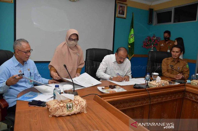 Bupati Natuna MoU dengan Kepala Kantor Kemenkumham Kepri