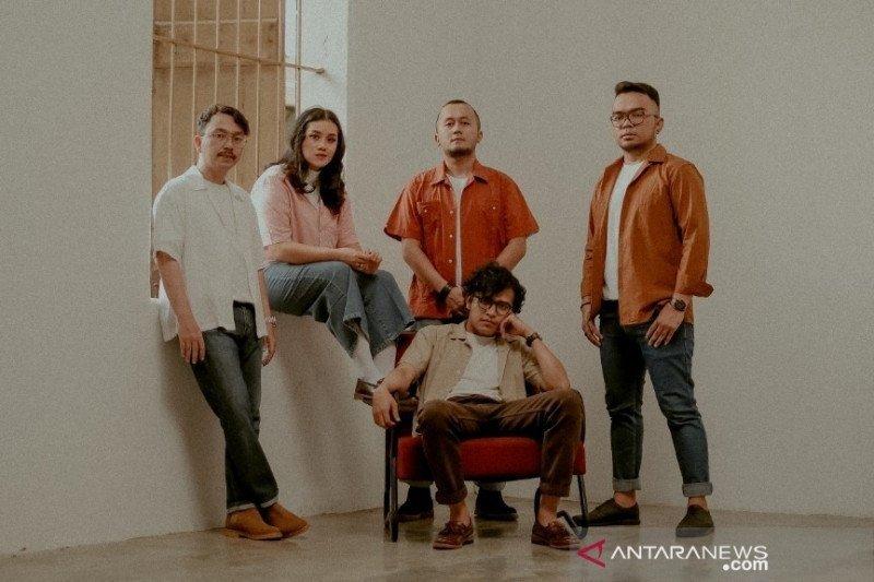 """Tetap produktif saat pandemi, Angsa & Serigala rilis lagu berjudul """"1000"""""""