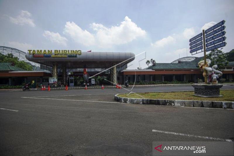 Suasana Lengang TMII Saat PSBB Jakarta