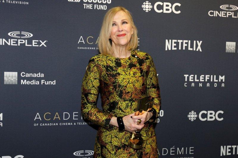 """Schitt's Creek"" memborong penghargaan serial komedi di Emmy Award"