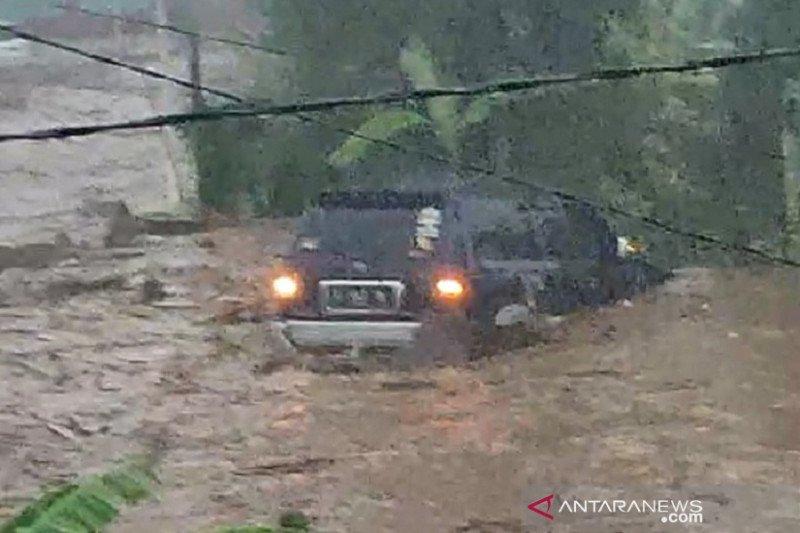 12 rumah hanyut dan 85 terendam banjir bandang di Sukabumi