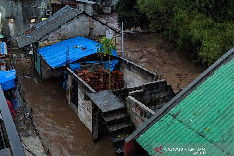 Tim SAR gabungan Sukabumi dikerahkan cari dua warga  terseret banjir