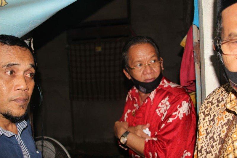 Gubernur Sulteng kunjungi korban banjir yang sakit kronis di Sendana.