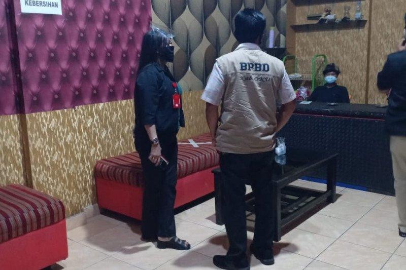 Tim Gabungan Pemkab OKU razia masker  di tempat hiburan malam