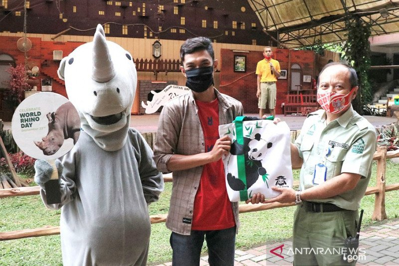 Taman Safari Bogor kampanyekan cinta satwa badak