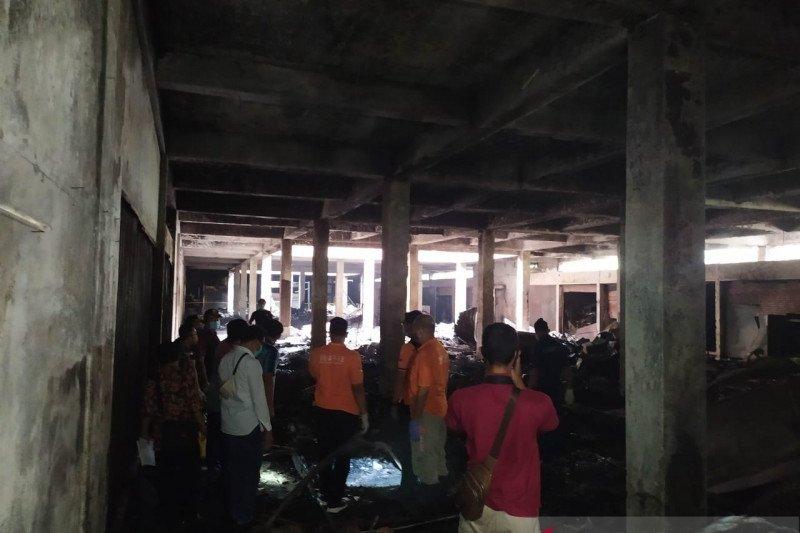 Polisi olah TKP kebakaran Pasar Wage Purwokerto