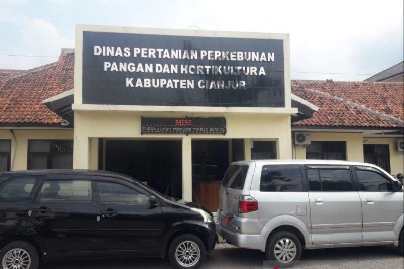 Dinas Pertanian Cianjur salurkan 77.738 kartu tani