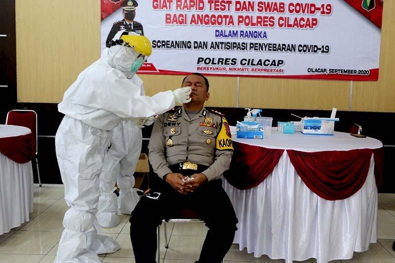 143 anggota Polres Cilacap jalani tes usap antisipasi COVID-19