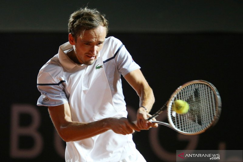 Medvedev tersingkir di babak pertama French Open