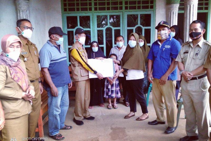 Bupati Pringsewu ikut antar pulang pasien sembuh dari COVID-19