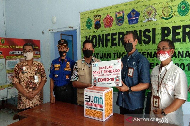 Telkom Pekalongan salurkan 250 paket sembako ke satgas COVID-19 Batang