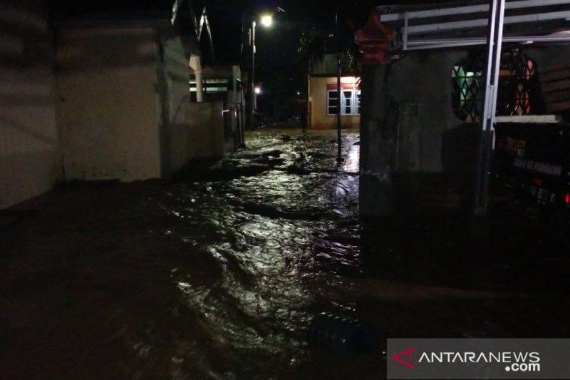 Some 100 families in Palu affected by heavy downpour-induced flooding
