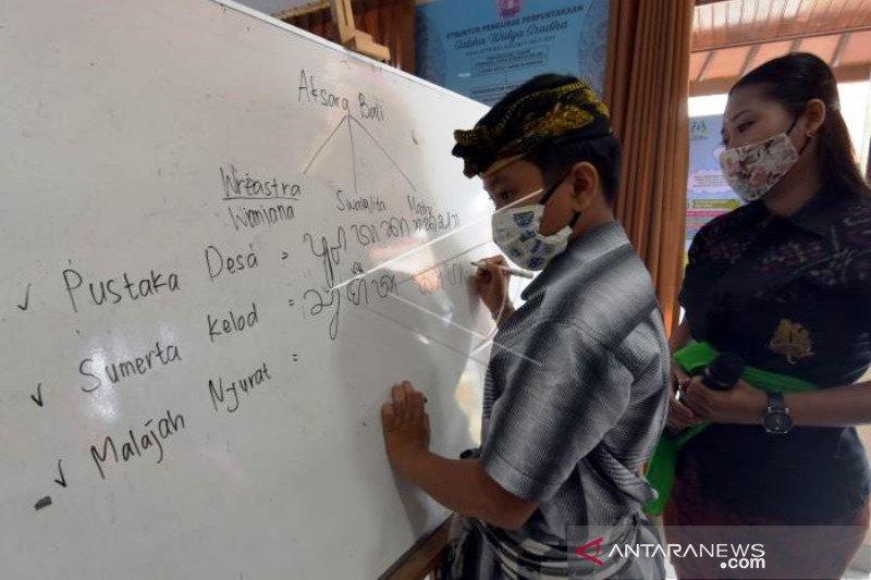 Kegiatan Belajar di Perpustakaan Desa