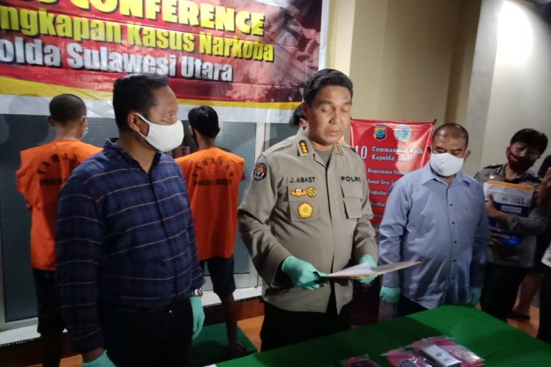 Ditresnarkoba Polda Sulut tangkap tiga tersangka memiliki sabu-sabu