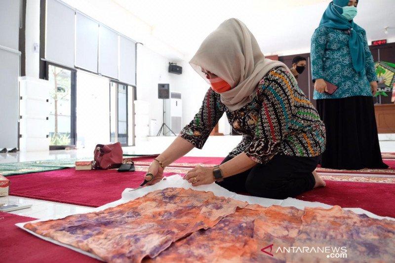 PKK Gowa belajar batik shibori di tengah pandemi