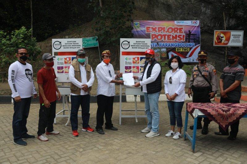PT TWC memberi bantuan wastafel di kawasan wisata Karangbolong
