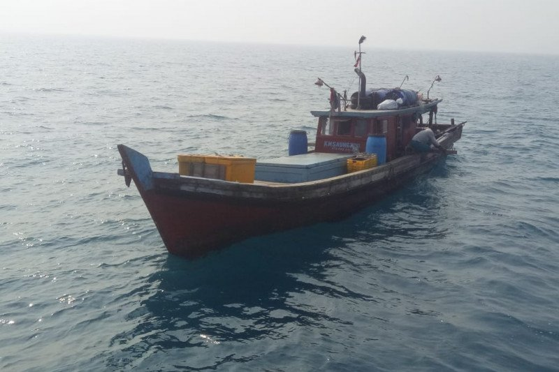 Two fishing boats impounded for using trawls