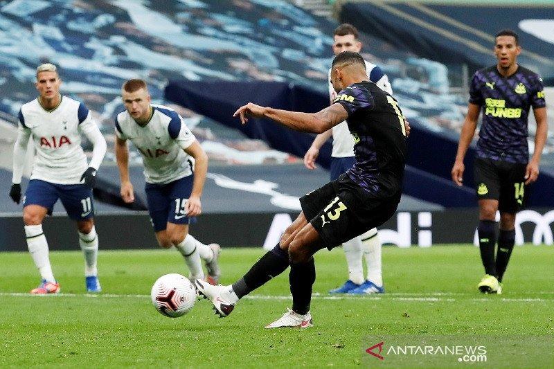 Newcastle tahan imbang Tottenham berkat penalti menit akhir