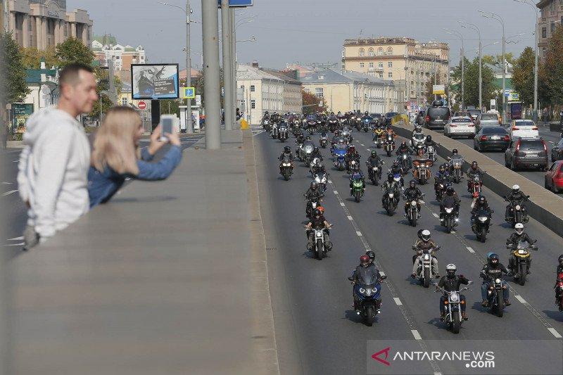 Ribuan peserta ikuti parade sepeda motor di Moskow 1
