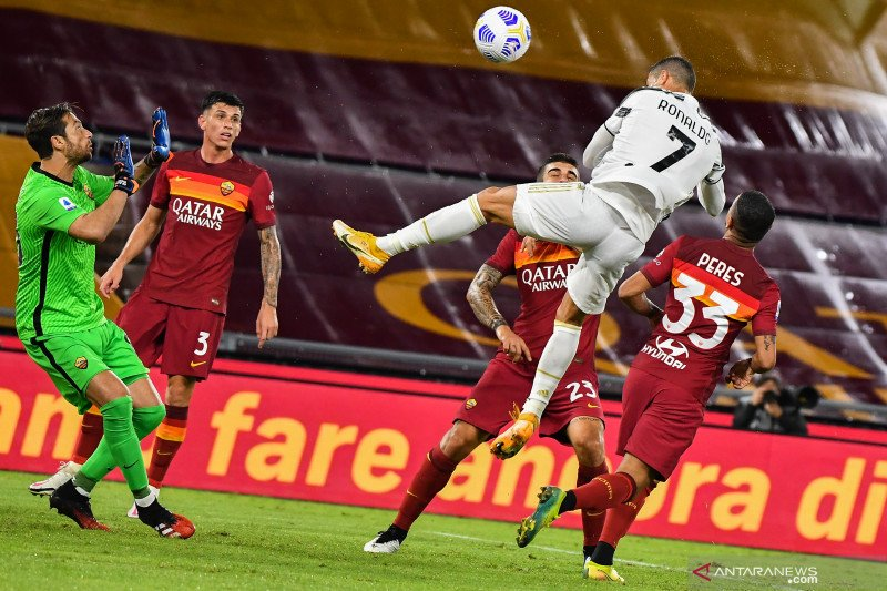Dua gol Ronaldo hindarkan Juve dari kekalahan di Roma
