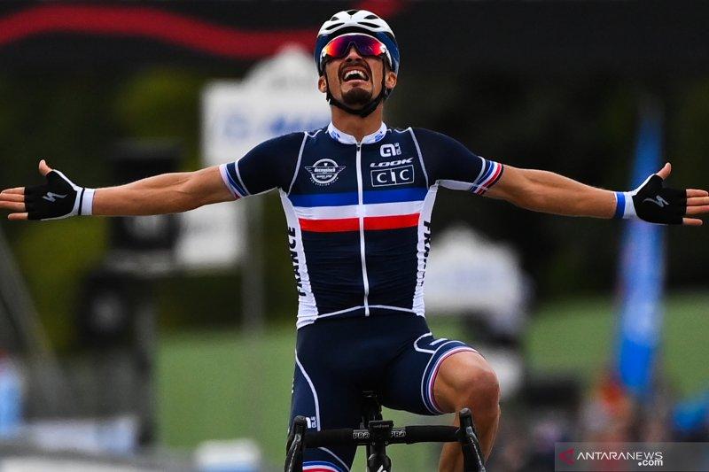 Pebalap Prancis Julian Alaphilippe juara dunia road race 2020