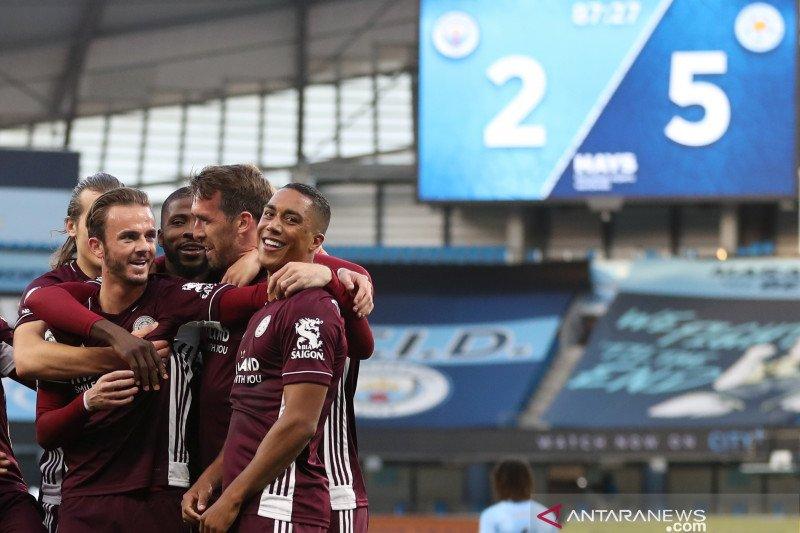 Jamie Vardy memimpin Leicester hancurkan Man City 5-2