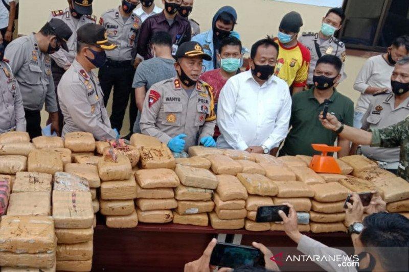 Polres Empat Lawang gagalkan penyelundupan 748 kilogram ganja dari Aceh