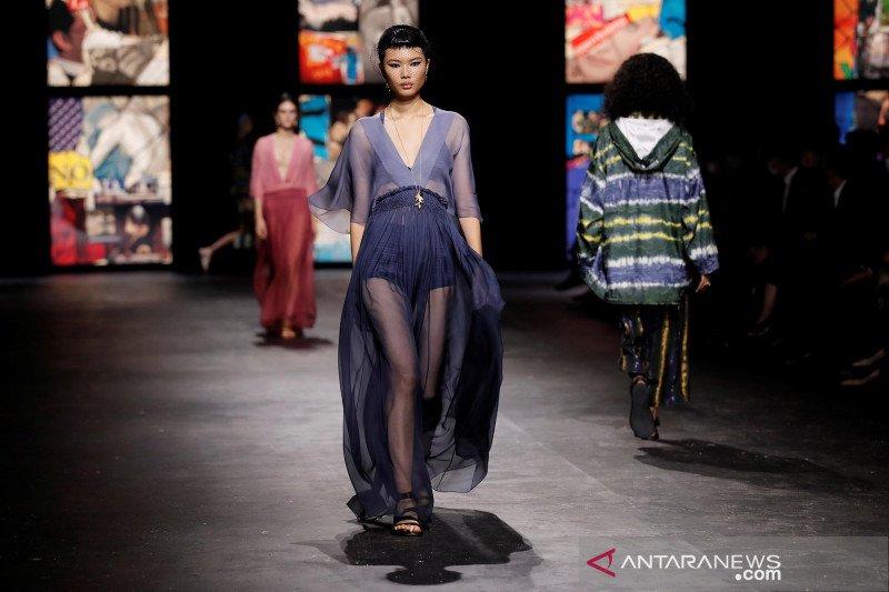 Dior tampilkan kain tenun ikat Indonesia