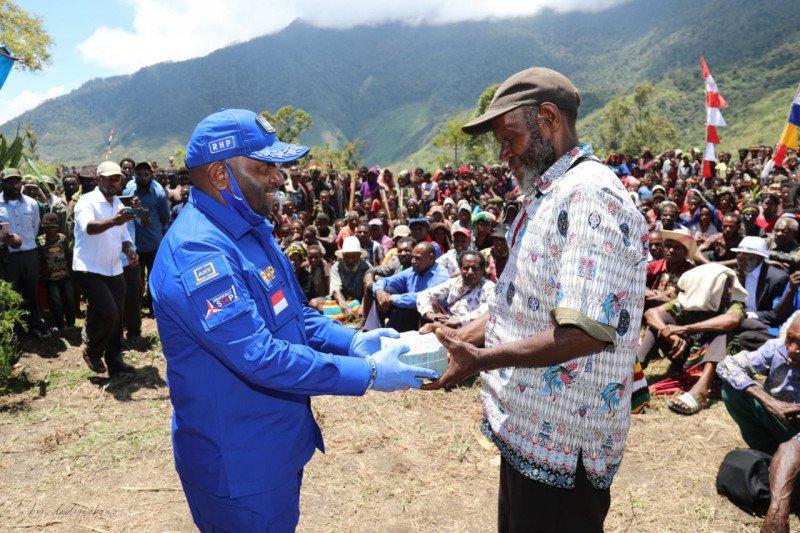 DPD Partai Demokrat Papua salurkan bantuan 17 jemaat GIDI wilayah Toli