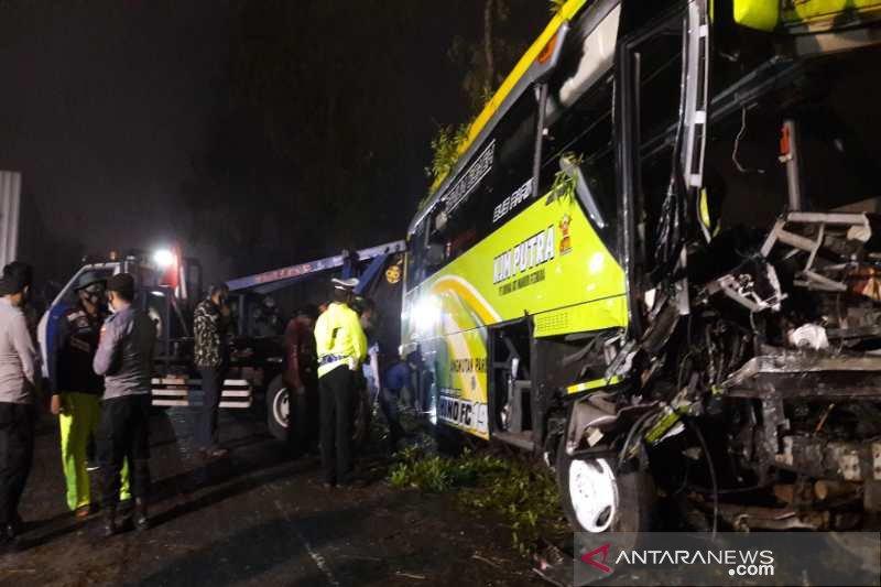 Bus wisata kecelakaan di jalur Dieng-Wonosobo empat orang tewas