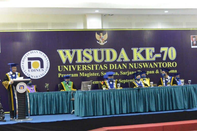 1.132 lulusan Udinus didampingi keluarga saat diwisuda secara virtual